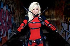 https://www.facebook.com/OfficialJessicaNigri/?fref=ts